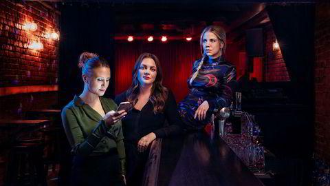 NRK får over 5,5 milliarder kroner i lisens. Noen av pengene går til Gine Cornelia Pedersen (til venstre), Siri Seljeseth og Alexandra Gjerpen, som spiller Nenne, Elise, Alex i kritikerroste «Unge lovende».