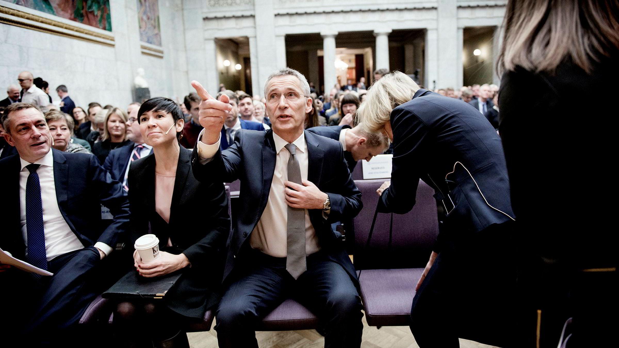 Natos generalsekretær Jens Stoltenberg talte mandag på den årlige sikkerhetskonferansen til Den norske Atlanterhavskomité i Oslo. Til venstre sitter forsvarsminister Frank Bakke-Jensen og utenriksminister Ine Eriksen Søreide.