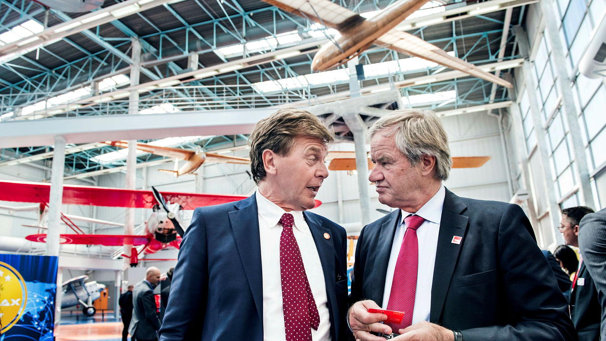 Fra venstre styreleder Bjørn H. Kise og Norwegian-sjef Bjørn Kjos. De to kjøper Norwegian-aksjer for 193 millioner kroner gjennom sitt selskap HBK Holding.