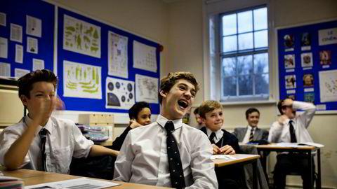 Hierarki. – Som eldstemann blir du behandlet med respekt av de yngre. Hvis du forsøker å opptre som du er blant de eldste på skolen, vil det ikke gå deg vel, sier Lucas Trelles Cohen (14), her i italienskklassen på gutteskolen Tonbridge School i England.