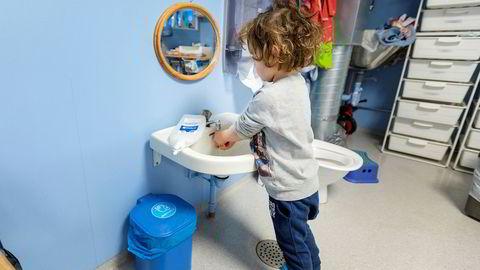 Takket være en solidarisk befolkning som fortetter med håndvask og hostekontroll, er epidemien under kontroll. Ved nye tilfeller må det drives aktiv oppfølging og miljøkontroll, skriver Eiliv Lund i innlegget.