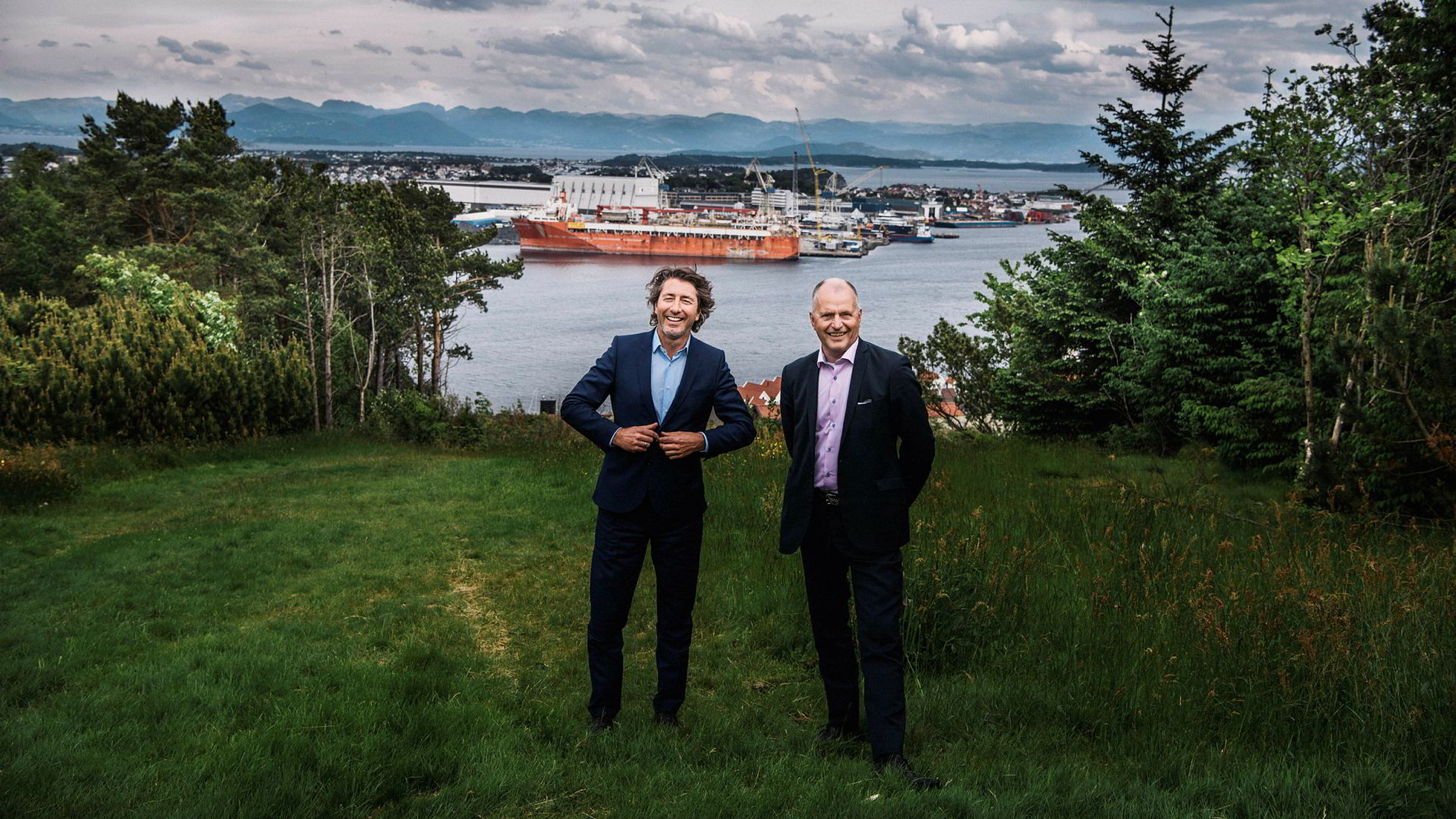 Walter Sognnes (til venstre) og Bjørn Inge Tønnesen starter oljeselskapet Edge Petroleum. Her er de på Tastaveden i Stavanger der de vokste opp sammen.