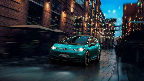 Volkswagen Id.3 lanseres i sommer, og den norske importøren har nå økt prisindikasjonen med 25.000 kroner for den første innstegsmodellen.