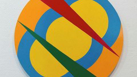 Geometri. I 1968 malte Dobloug en gruppe runde, nonfigurative og fargesterke bilder på tre, her «Uten tittel».