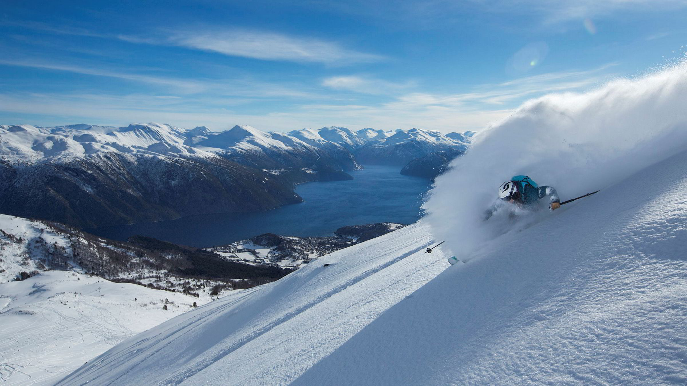 I svingens mest intense øyeblikk mister Anne May Slinning utsikten til Storfjorden.