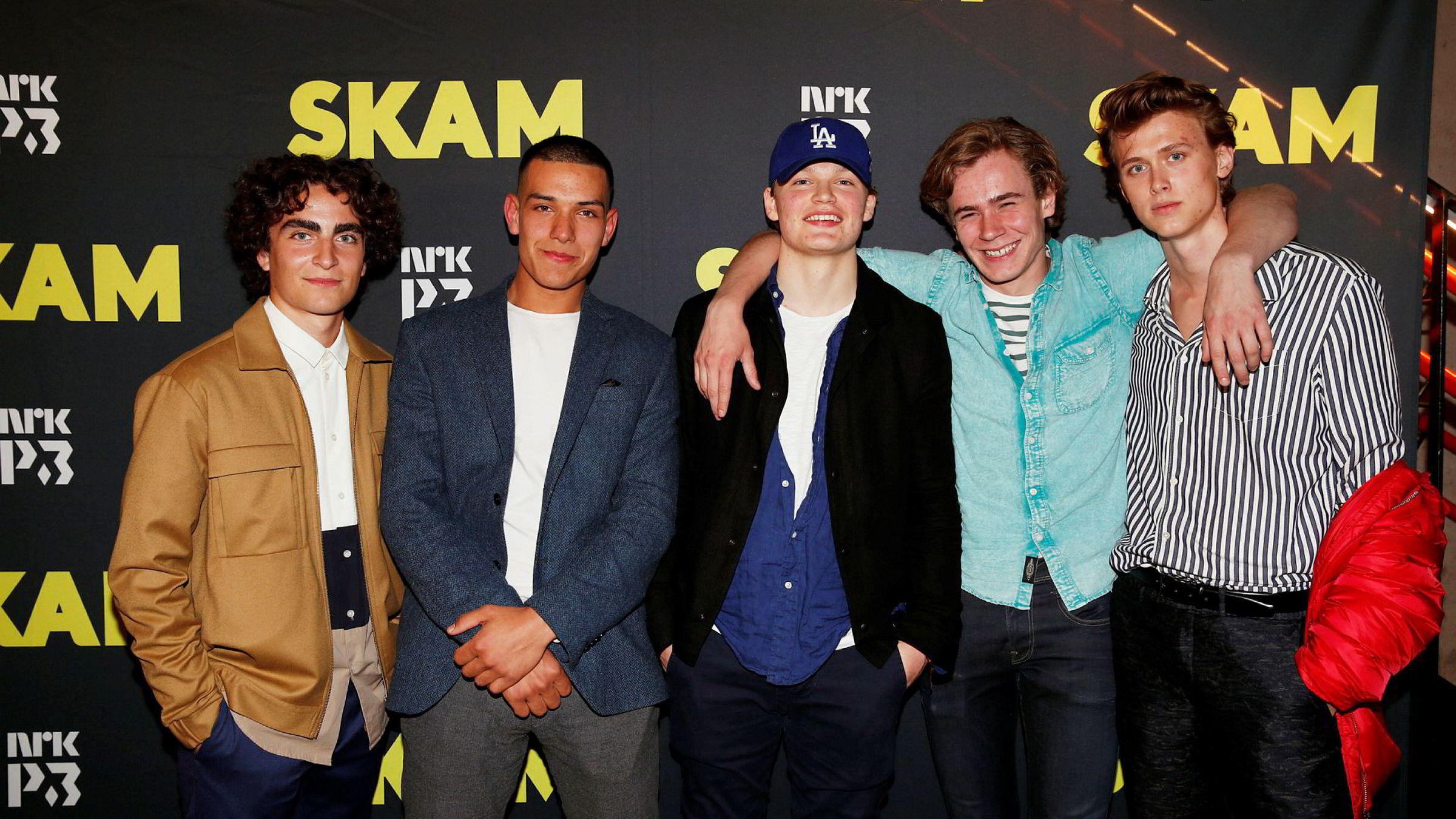 Skuespillerene i tv-serien «Skam» kler seg ikke i Moods of Norways ruter og rosafarver. Fra venstre, Jonas (Marlon Langeland), Elias, (Elias Selhi) Magnus (David Sjøholt), Isak (Tarjai Sandvik Moe) og Even (Henrik Holm).