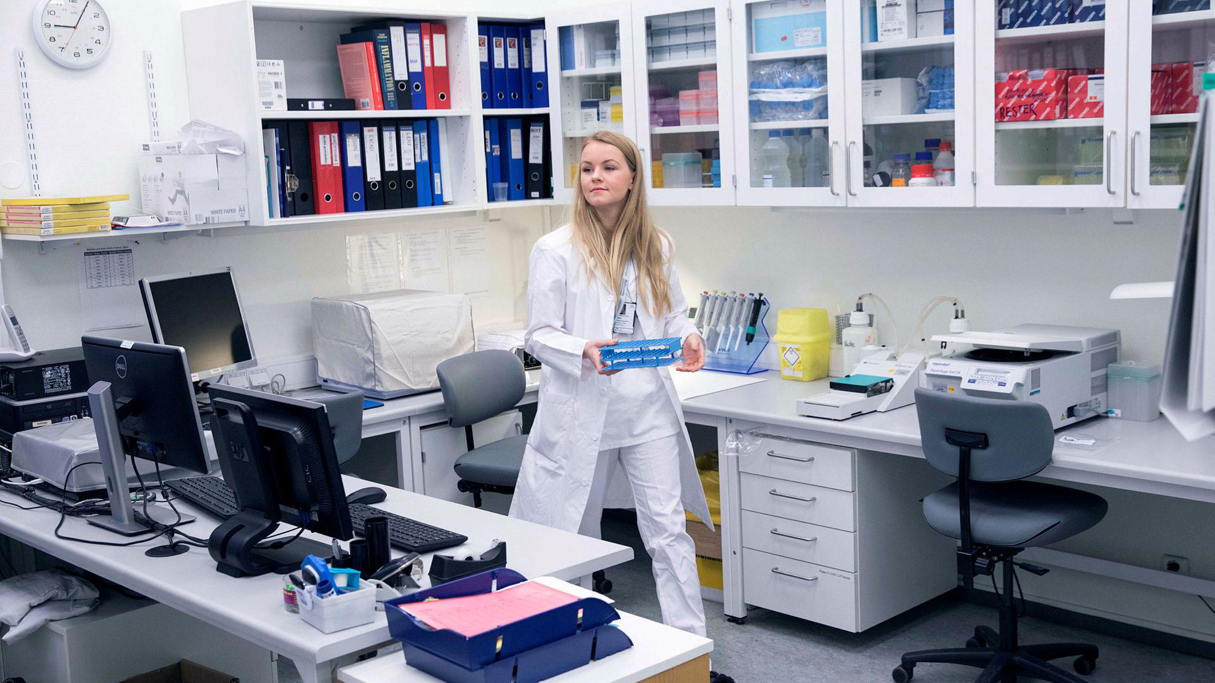 Medisinstudent Ellen Mathea Kirsch Warlo på laboratoriet for hjertemedisinsk forskning på Ullevål universitetssykehus.