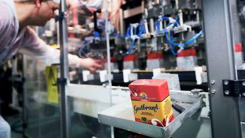 Synnøve Finden kjøpte produksjonsanlegget på Alvdal fra Tine tilbake på 90-tallet. Nå produseres blant annet Synnøve Findens brunost Gudbrand her.