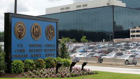 En 25 år gammel kvinne risikerer ti års fengsel etter å ha lekket et dokument om russisk hacking i USA. Dokumentetstammer fra etterretningsorganisasjonen NSA.