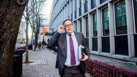 Aps stortingsrepresentant Sverre Myrli krever svar fra samferdselsminister Ketil Solvik-Olsen på hvorfor Norge gang på gang har mislykkes i luftfartsforhandlingene med Russland.