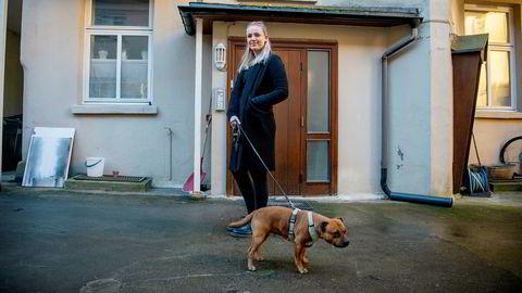 Frida Maria Grande (28) og hunden Tinder tilbringer påskeferien på Kampen i Oslo. Som LO-medlem har Grande en av markedets laveste boliglånsrenter.