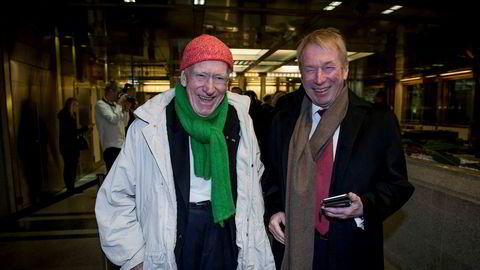 Olaf Thon (t.v.) og Jens Ulltveit Moe på vei inn til sentralbanksjef Øystein Olsens årstale. - Når jeg møter han der føler jeg meg ung, sier Jens Ulltveit-Moe og peker på Thon.