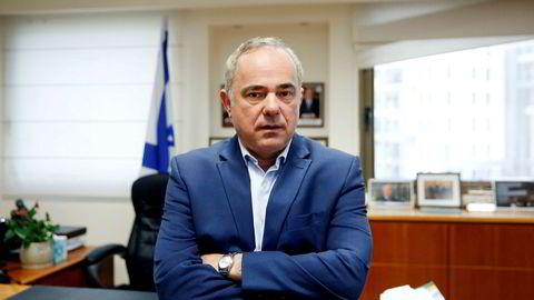 Israels energiminister Yuval Steinitz fotografert da myndighetene åpnet for letelisenser i uutnyttede gassfelt utenfor landets kyst. Nå er fristen utsatt for andre gang.