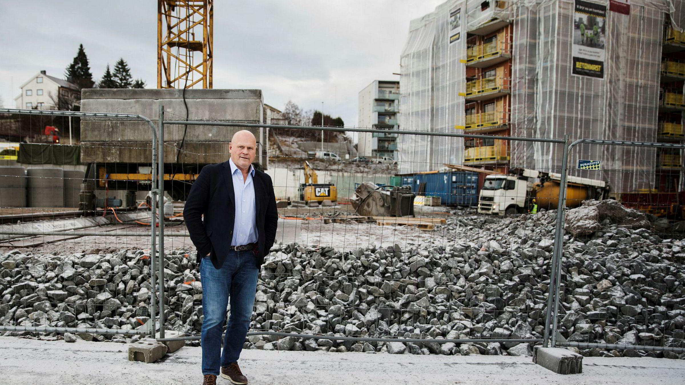 Entrenørgründeren Albert Hæhre i Hæhre Entreprenør er strålende fornøyd med å ha fått kontrakten på 1,8 milliarder kroner for bygging av ny E18 i Telemark.