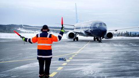 Fagernes lufthavn hadde mange charterturister på 1990-tallet, men trafikken falt kraftig etter at Coast Air gikk konkurs. I 2017 hadde lufthavnen kun 1818 passasjerer.