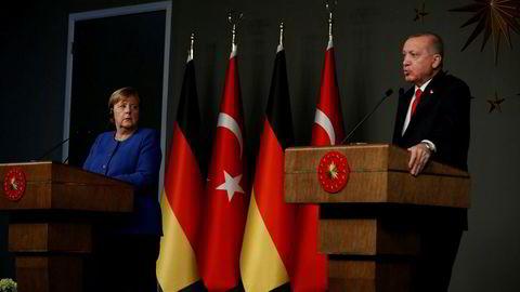 Tysklands kansler Angela Merkel møtte Tyrkias president Recep Tayyip Erdogan (til høyre) i Istanbul 24. januar. Flyktningavtalens fremtid var på dagsordenen.