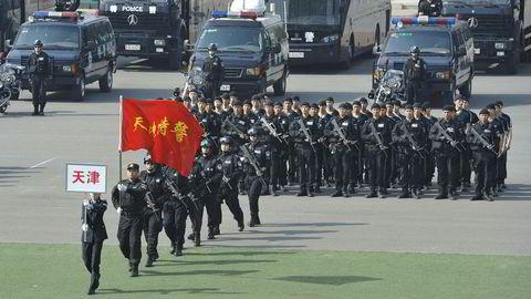 Det antas at Kina henretter flere personer enn alle andre land til sammen. På bildet marsjerer en enhet med spesialpoliti i Beijing.