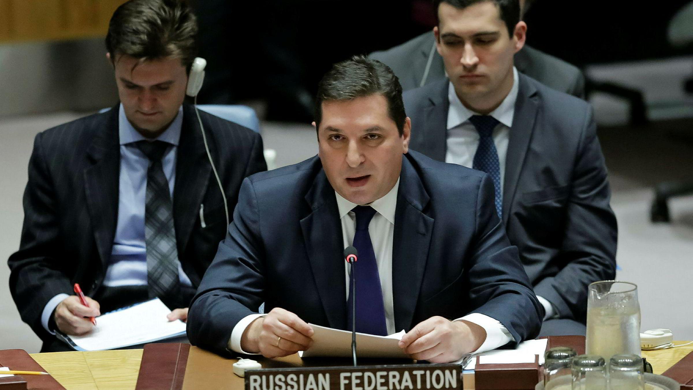 Russlands viseambassadør til FN, Vladimir Safronkov, snakker under sikkerhetsrådets møte i FN onsdag kveld.