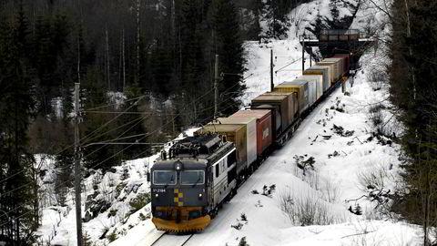 Det er viktige samfunnsøkonomiske argumenter for gods på tog, som forsvarer å bruke offentlige midler.