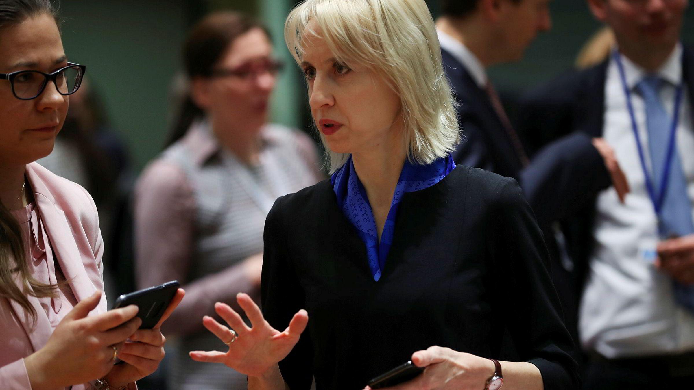 Den tsjekkiske finansministeren Alenka Schillerova satte fredag foten igjen ned.