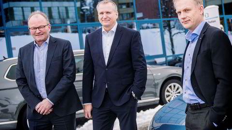 Harald Frigstad (til høyre) forlater Møllergruppen. Til venstre står Pål Syversen, som gikk av som konsernsjef i januar, og i midten hans etterfølger Terje Male. Terje Male skal nå også fungere som leder av Møller Bil Norge.