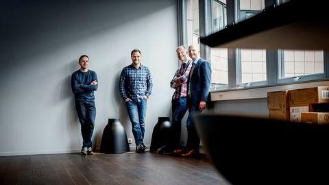 Daglig leder Pål Reinert Bredvei (fra høyre) forklarer Documasters vekst med digitaliseringsbølgen. Her med seriegründer, investor og styreleder Ivar Kroghrud og Yngve Tvedt og Christian Lundvang, Documaster-gründerne som nå til sammen har verdier for over 50 millioner kroner i selskapet.