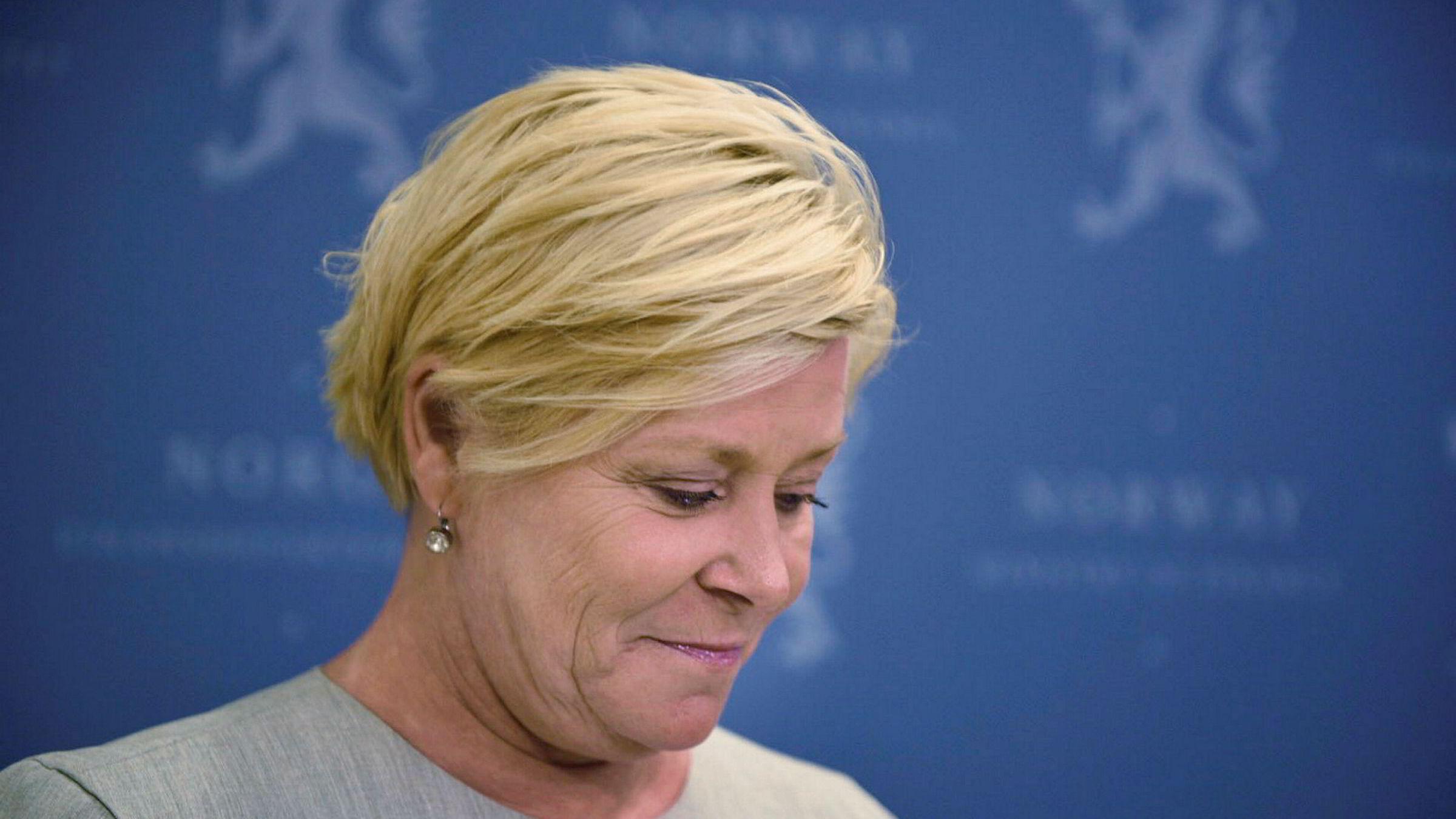 Finansminister Siv Jensen har bedt Finanstilsynet om å foreslå en egen forskrift for forbrukslån.