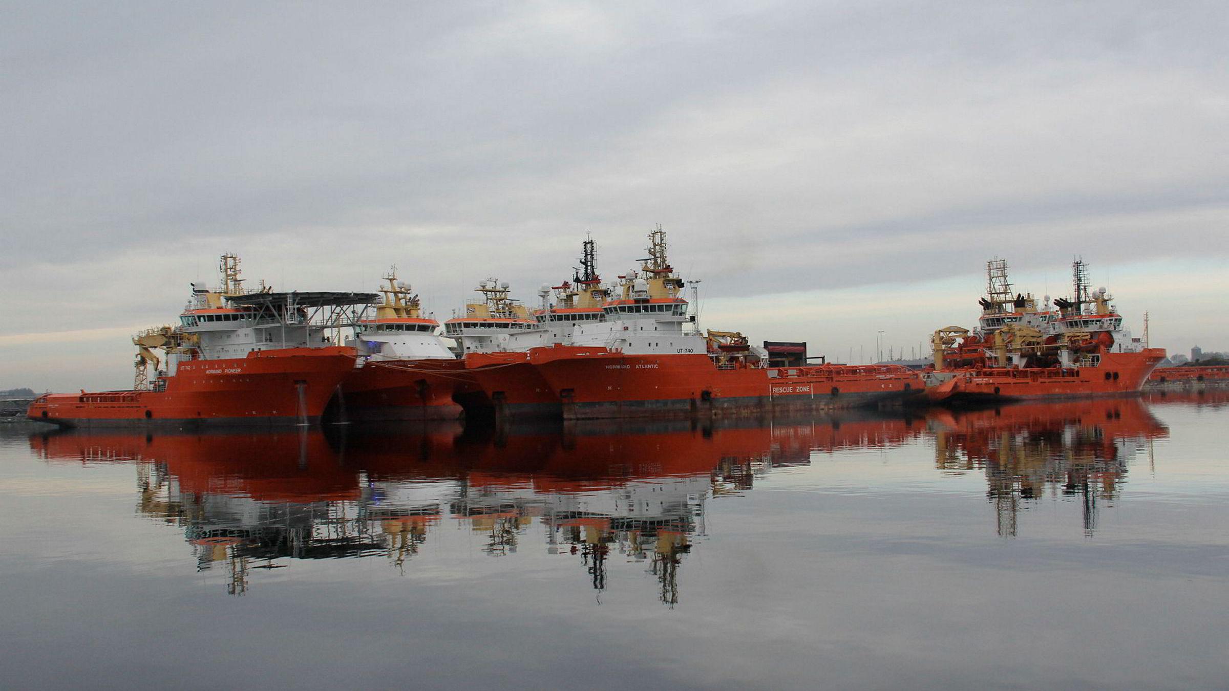 Solstad-skip lagt i opplag ved rederiets base på Husøy i Karmøy i november i fjor. Foto: Tor Inge Vormedal