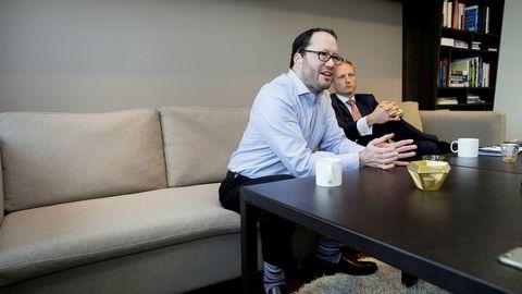 – Vi er i samme båt som klienten, sier Jon Garcia (til venstre), president for McKinsey Recovery & Transformation Services, om sitt honorarsystem. Til høyre McKinsey-partner Frithjof Norman Lund.