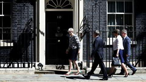 Theresa May og DUP skal nå prøve å styre Storbritannia. Her er May sammen med DUP-leder Arlene Foster, og de andre fremstående DUP-politikerne Nigel Dodds og Jeffrey Donaldson.