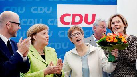 – Folket valgte stabilitet og troverdighet, sa CDUs generalsekretær Peter Tauber etter valget i Saarland i Tyskland i helgen. Her sammen med (fra venstre) forbundskansler Angela Merkel, Saarlands statsminister Annegret Kramp-Karrenbauer og partinestlederJulia Klöckner.