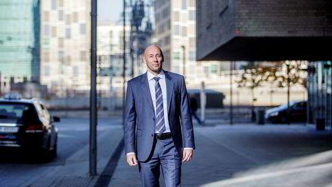 – Vi ser en mulighet for at pendelen kan svinge andre veien, og vi kan ende opp med et ubehagelig stramt oljemarked, sier oljeanalytiker Helge André Martinsen i DNB Markets.