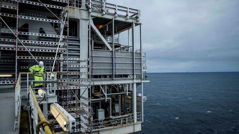 Oljeprisen ligger nå på i underkant av 43 dollar etter kraftig fall tidligere i vår. Her fra Troll A-plattformen i Nordsjøen.