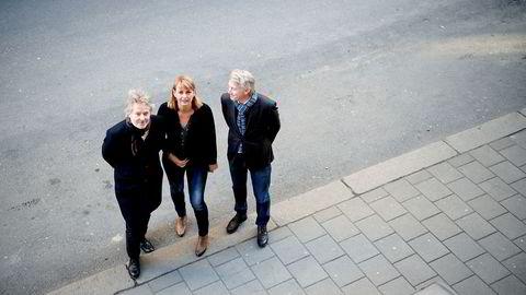 Schibsted-topp Torry Pedersen (til venstre), MBLs Randi Øgrey og TV 2-sjef Olav T. Sandnes er kritiske til tv-distributørenes momsinnføring.