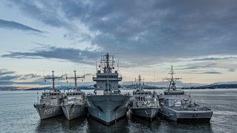 Vi er alle i hver vår båt, men vi seiler i formasjon mot et felles mål, skriver artikkelforfatteren som har bakgrunn fra Natos stående minerydderstyrke, her i Oslofjorden.