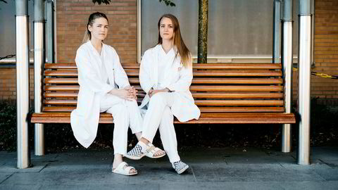 Emilie Sollie Rud (til venstre) og Vilde Lie er blant dem som venter på en spesialistplass.