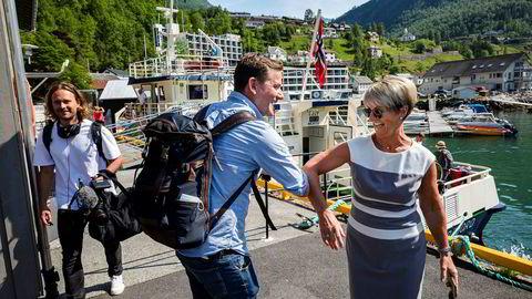 I sommer er Hurtigruten nesten eneste cruiseaktør som seiler til Geiranger, og ved første anløp i juni møtte toppsjef Daniel Skjeldam på havnesjef Rita B. Maraak. Nå får bygden avslag på å bygge ny cruisekai.