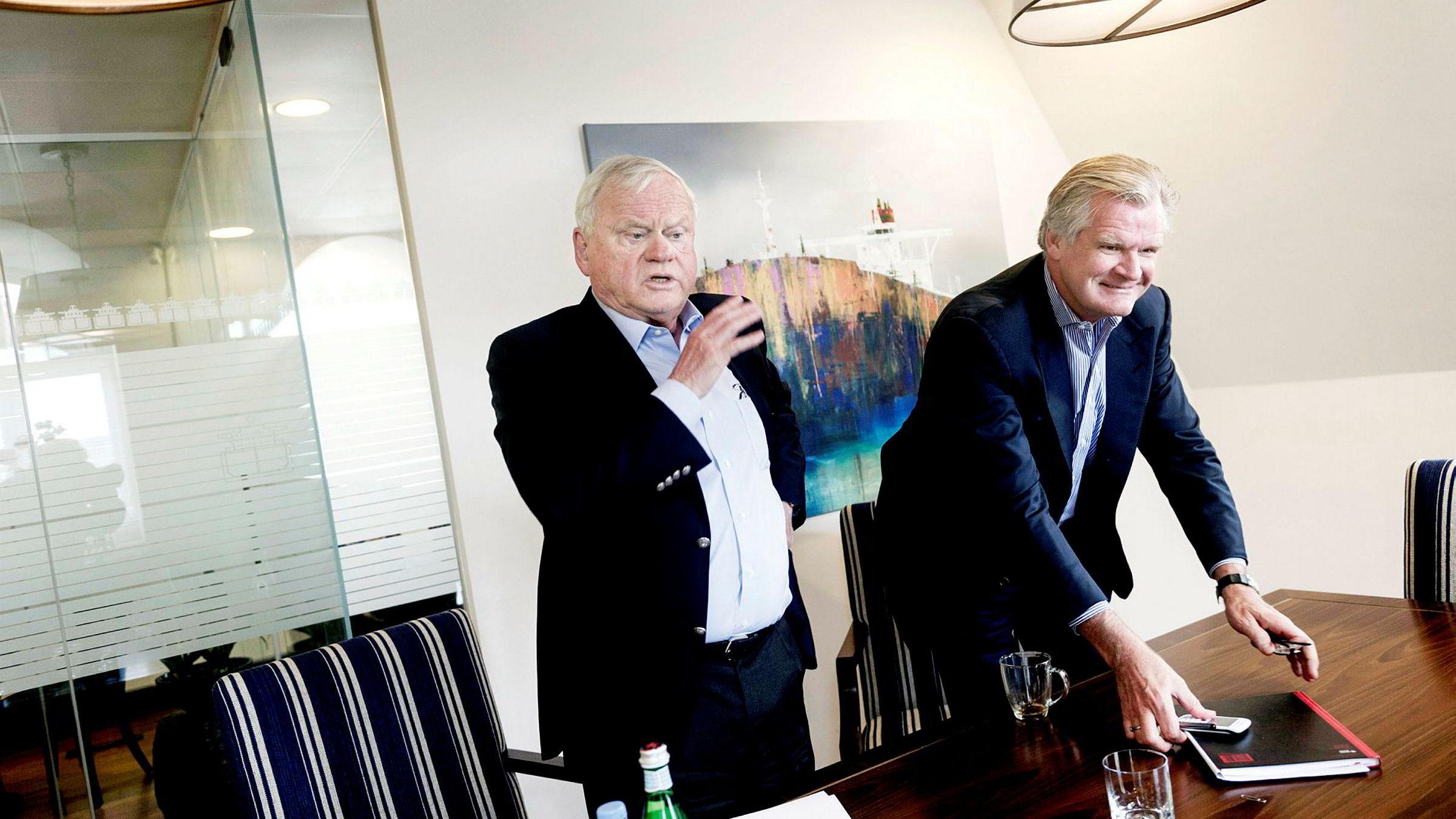 Tor Olav Trøim (til høyre) eier fortsatt aksjer i fem selskaper tilknyttet sin tidligere partner John Fredriksen. Bildet er tatt på Fredriksens kontor i London i 2014, før de to gikk hver sin vei.