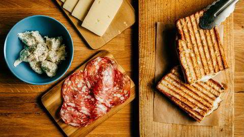 Enkle ingredienser. Kokk Kim Asserson, med bakgrunn fra Michelin-restauranter, deler sine oppskrifter på ostesmørbrød