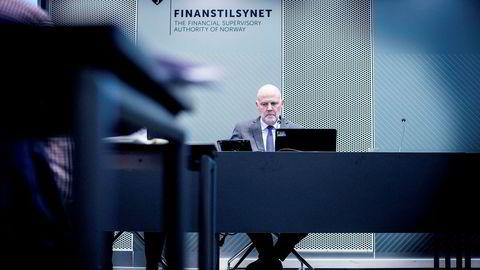 Finanstilsynet la onsdag frem sin rapport om hvordan bankene følger de nye reglene for forbrukslån. Her er Finanstilsynsdirektør Morten Baltzersen under en presentasjon tidligere i år.