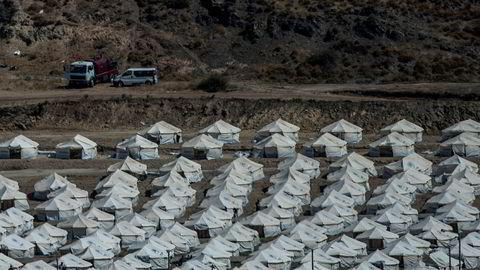 En midlertidig teltleir bygges opp for migrantene som mistet alt da Moria-leiren på Lesvos brant ned.