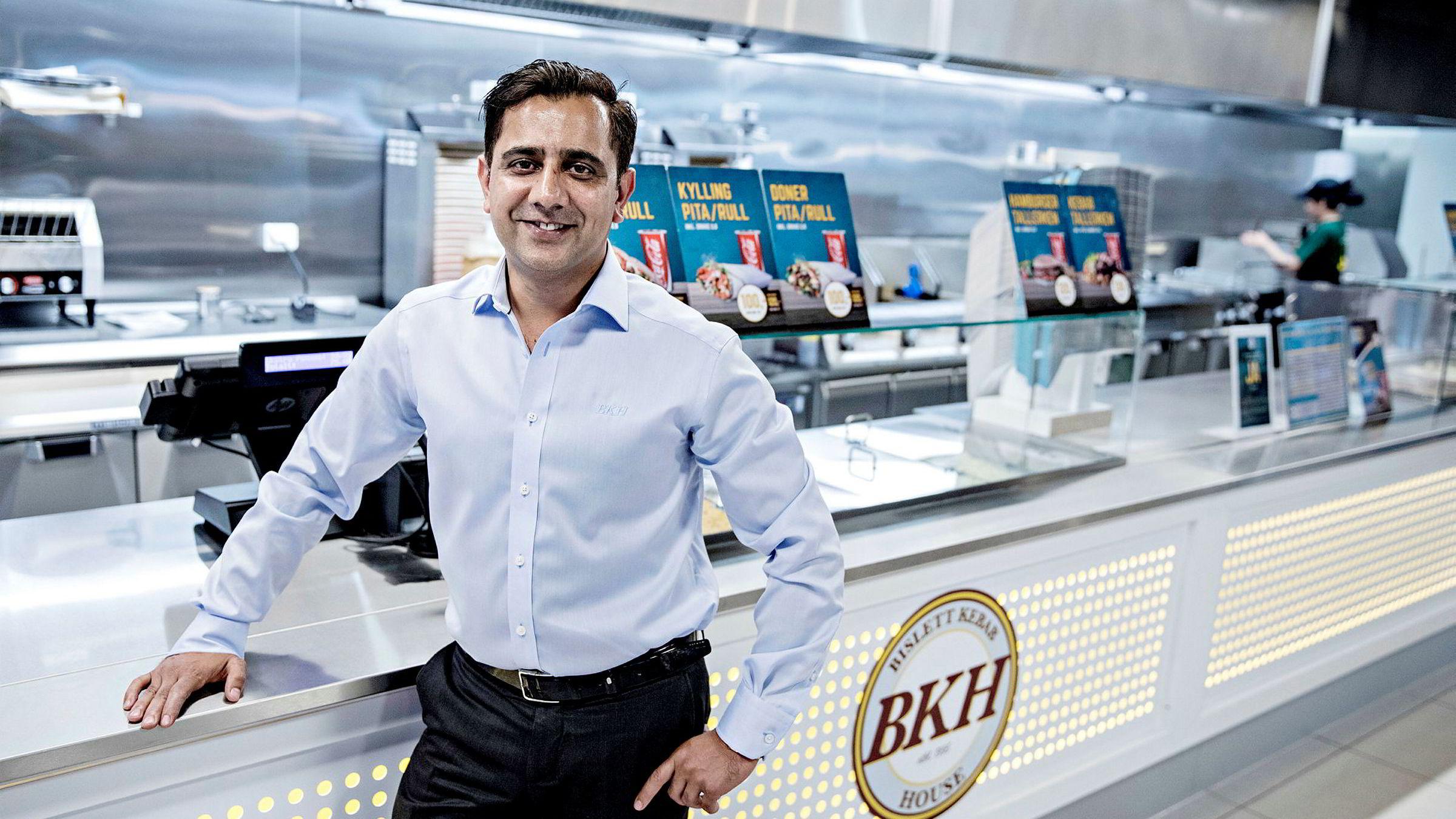 – Vårt mål på lang sikt er å bli en ledende kebabkjede på landsbasis, sier gründer og styreleder Tariq Aziz i Bislett Kebab House (BKH). Her er han ved kebabkjedens spisested på Kalbakken i Oslo.