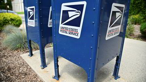 Det amerikanske postvesenets sjef Louis DeJoy sier ja til å møte kontrollkomiteen i Representantenes hus i neste uke for å svare på spørsmål om kostnadskutt.