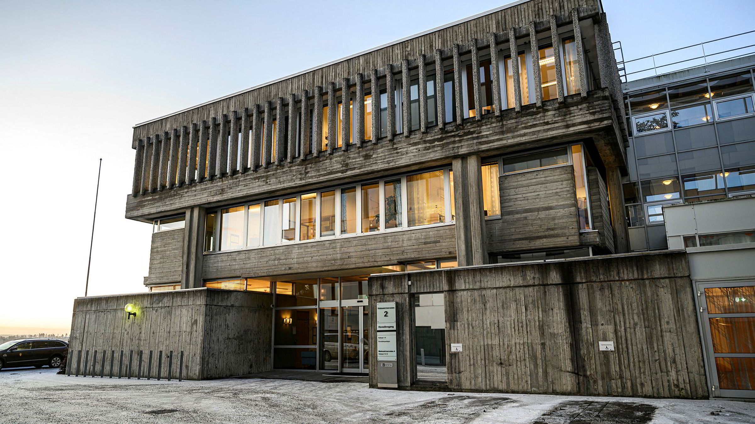 38 av 60 tingretter skal bort, har Domstolkommisjonen anbefalt. Dette skal føre til større fagmiljø og «moderat» spesialiserte dommere, skriver John-Petter Karlsen. Her Asker og Bærum tingrett.