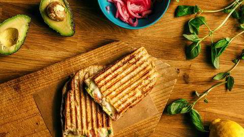 Vegetar-sandwich. Med avokado, sitron og løk