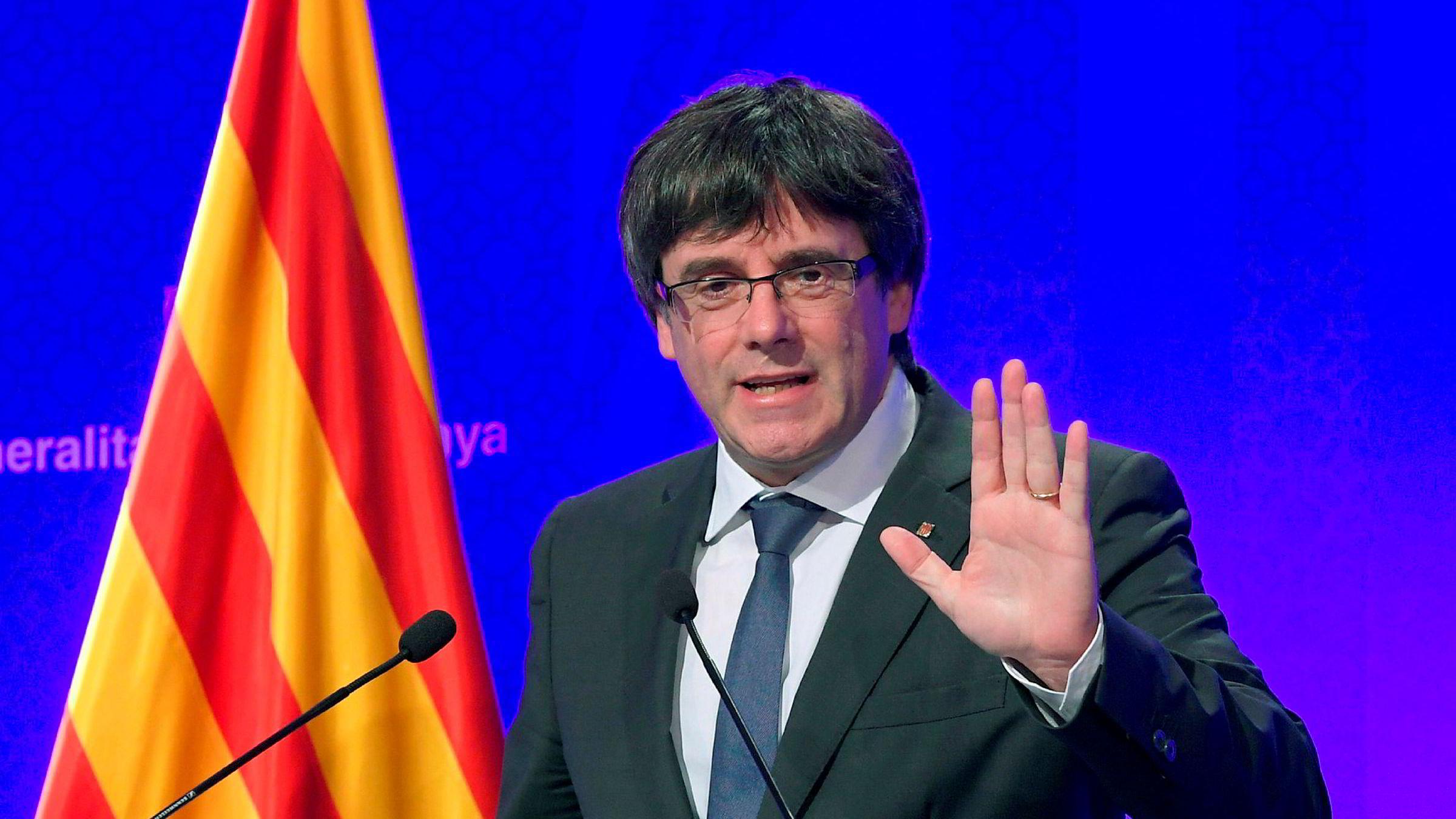 Catalonias president Carles Puigdemont på en pressekonferanse 2. oktober. Han mener regionen har fått retten til å løsrive seg etter folkeavstemningen.