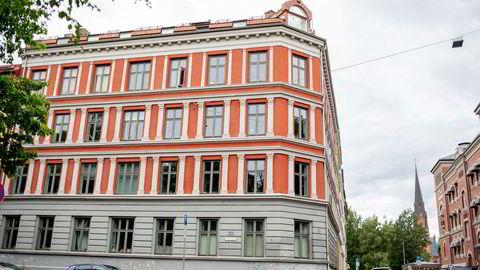 Det var i denne bygården på Grünerløkka at kapitalforvalteren la inn bud.