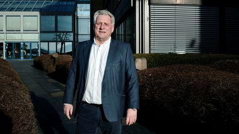 Truls Torgersen (62) selger familiebedriften Hallmaker for 270 millioner kroner. Torgersen har jobbet der siden han var 15 år, men nå er tiden inne for å kose seg. Her fotografert utenfor kontoret hans ved Lysaker Brygge. u000d u000d