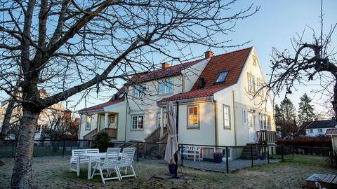 Boligen her i Spångbergveien 23 på Tåsen i Oslo ble solgt for 7,6 millioner kroner. Den aktuelle boenheten er til høyre.