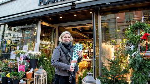 Torild Gjerdet handlet mandag en bukett tulipaner til en venninnes som hadde bursdag. Hun bor i byen og liker å handle på de små butikkene.